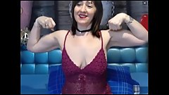 Cute MILF flexes her muscles on cam
