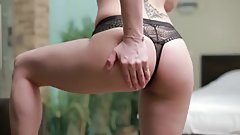 Russian MILF Diya Noir fuck herself hard