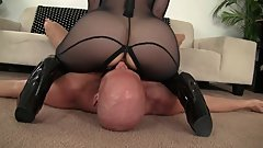 asstastic MILF Nina Hartley sits on his face